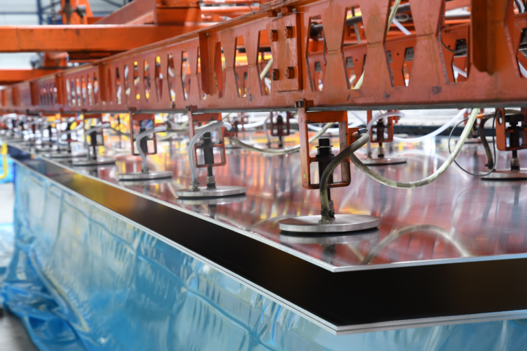 Decomecc, service center, decoiling, metal cutting, steel, stainless steel, aluminium